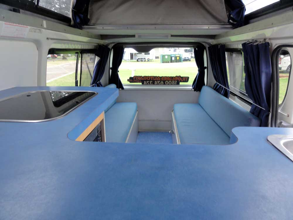 Camping Cars Toyota Hiace Hitop A L Achat Avec Travellers Autobarn